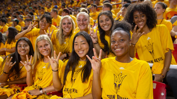 Students pose at Fall Welcome